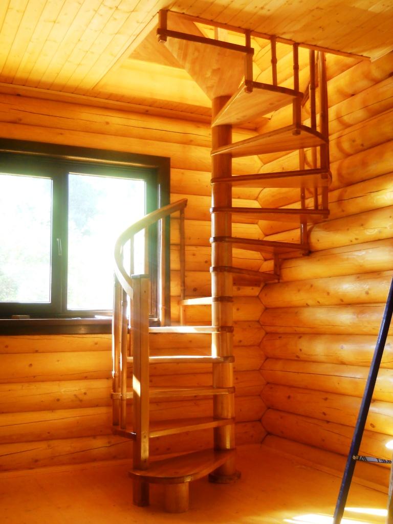 Лестницы винтовые на второй этаж для дачи своими руками